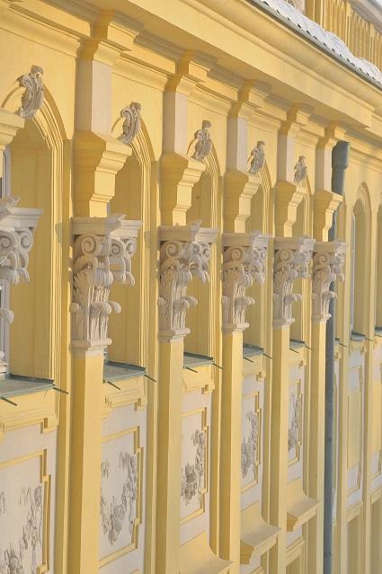 Pilastry na elewacji palacu wilanowskiego.jpg