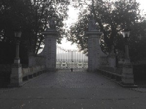Brama wjazdowa stare zdjęcie.jpg