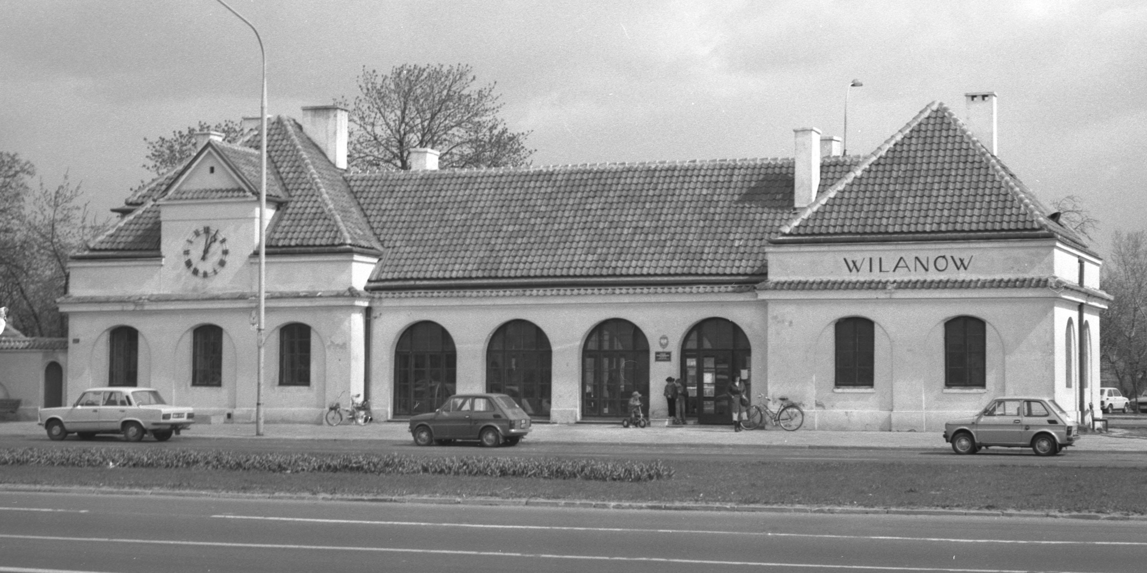 Budynek stacji kolejki wilanowskiej w Wilanowie.jpg