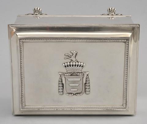 Srebrna szkatułka z herbem Korczak.jpg