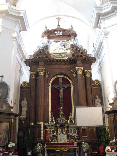 ołtarz główny w kościele Franciszkanów Reformatów w Węgrowie.jpg