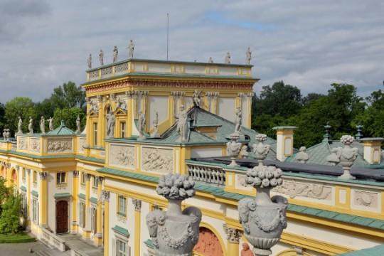 widok na korpus główny pałacu.jpg