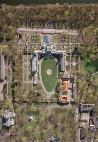 widok na pałac z lotu ptaka.jpg