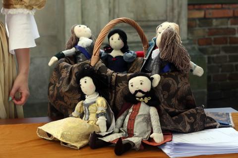 rodzina krolewska lalki.jpg