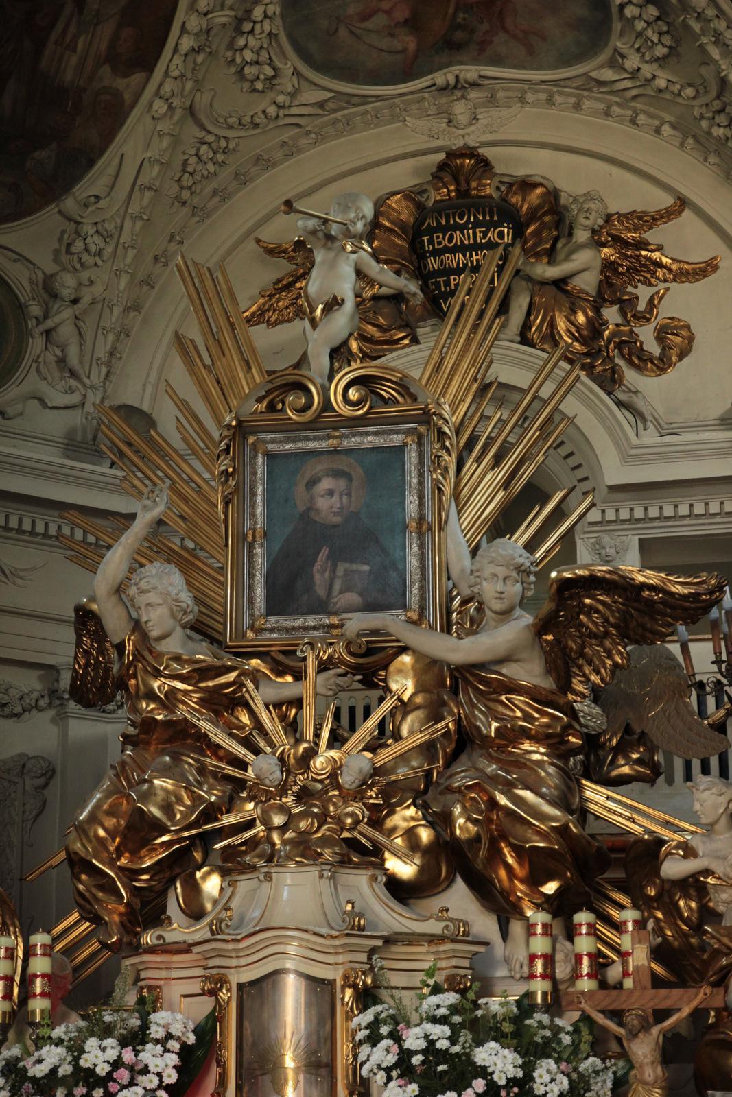 ołtarz_główny_w_kościele_św.Antoniego_w_Czerniakowie_do_Kościół.JPG