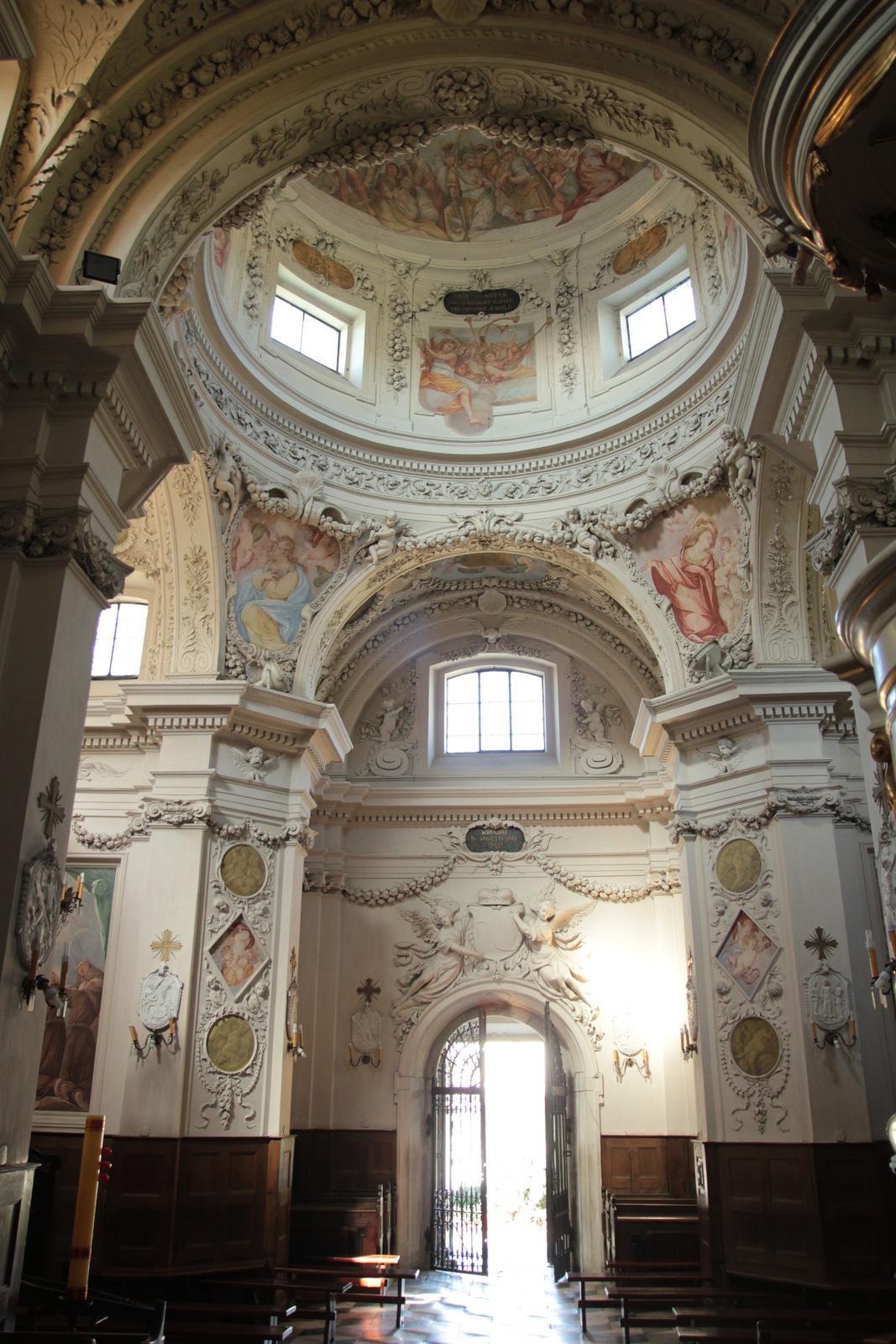 wnętrze_kościoła_św.Antoniego_w_Czerniakowie_do_kościół.JPG
