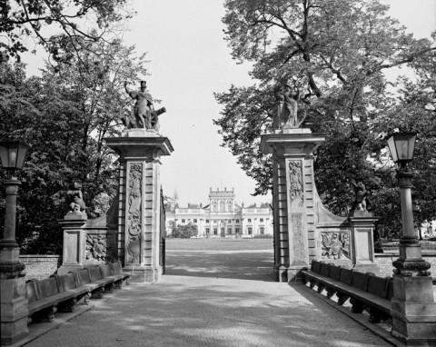 Pałac od strony wjazdu, fot. B. Seredyńska.jpg