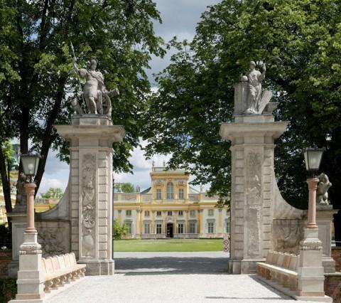 Pałac od strony wjazdu, fot. W. Holnicki.jpg