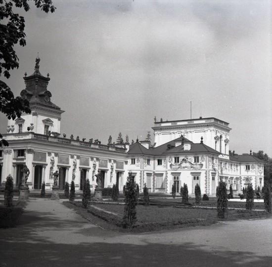 Pałac od strony ogrodu, fot. B. Seredyńska.jpg