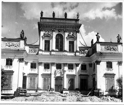 Korpus Główny Pałacu w trakcie prac konserwatorskich, 1955 rok, fot. Pracownia Konserwacji Zabytków