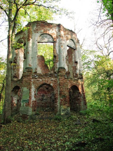 Ruiny rotundy. fot. J. Dobrzańska (zdjęcie do artykułu).JPG