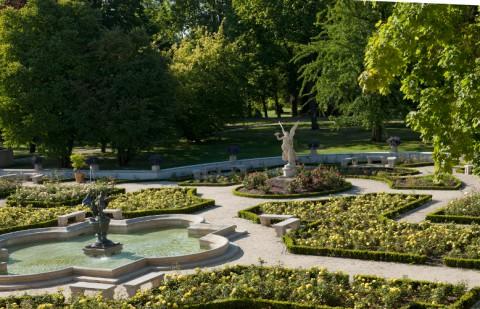 Fontanna w ogrodzie różanym, fot. W. Holnicki.jpg