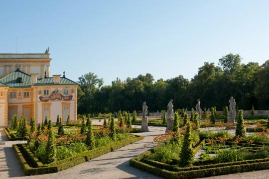 Ogród włoski na tarasie górnym i południowa strona pałacu, fot. W. Holnicki.jpg