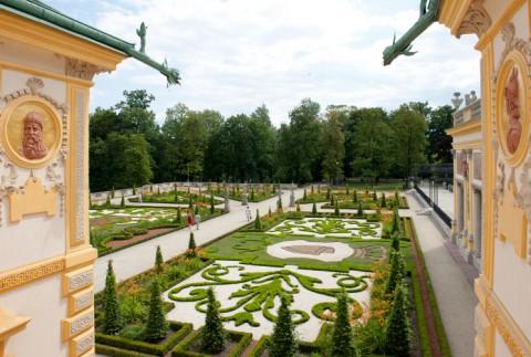 Widok na ogrody wilanowskie z okna pałacu, fot. W. Holnicki.jpg