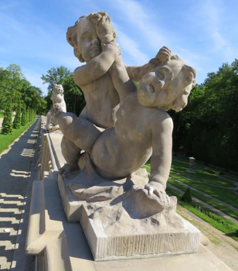 Rzeźby z warsztatu J.Ch. Redlera na balustradzie ogrodu wschodniego, fot. W. Holnicki.JPG