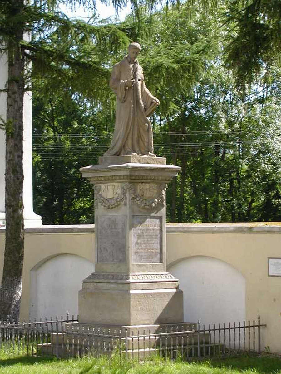 44_kluk.pomnik.1.jpg