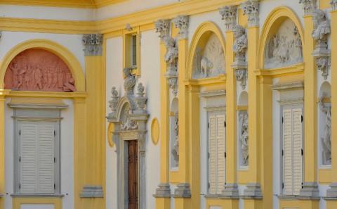 Fasada skrzydła południowego pałacu. (fot. W. Holnicki).jpg