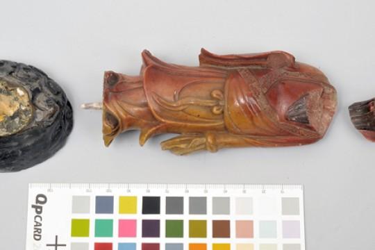 Figurka ze słonińca stojącego mężczyzny, Chiny, XVIIIXIX w., inw. Wil.801, fot. Z. Reszka.jpg