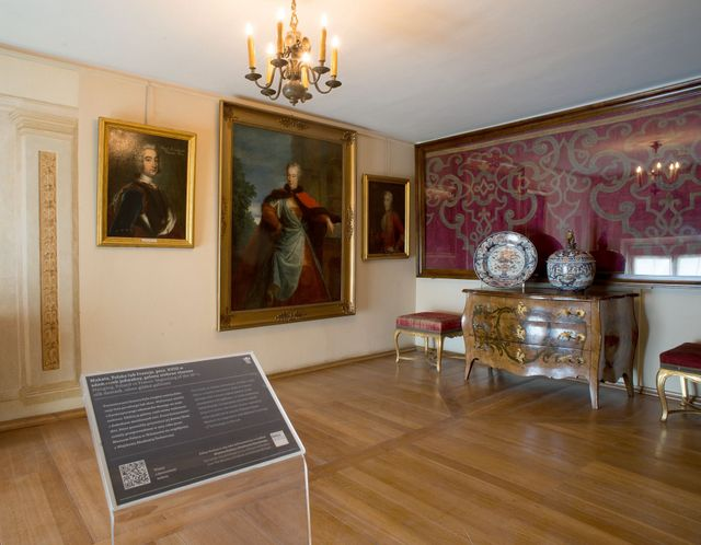 Makata w pokoju z portretami Sieniawskich 2015.jpg