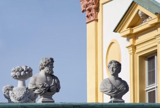 C79745 rzeźby na attyce pałacu fot. W. Holnicki.jpg