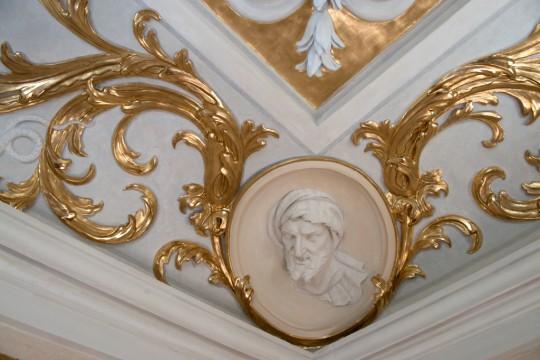 Dekoracja sztukatorska w Gabinecie o Trzech Oknach, fot. W. Holnicki.jpg