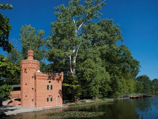 Pompownia po konserwacji widziana od strony Jeziora Wilanowskiego, fot. W. Holnicki.jpg