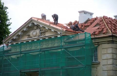 Prace remontowe na dachu Kordegardy, fot. W. Holnicki.jpg