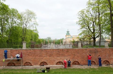 Prace konserwatorskie przy murze oporowym, fot. W. Holnicki.jpg