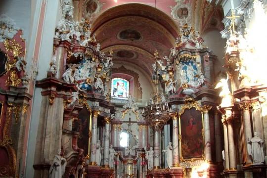 """Nie mogę """"nasycić oka, umysłu i serca swego śliczną onego kościoła wspaniałością"""", czyli jak w XVIII w. magnaci dbali o wyposażenie kościołów"""