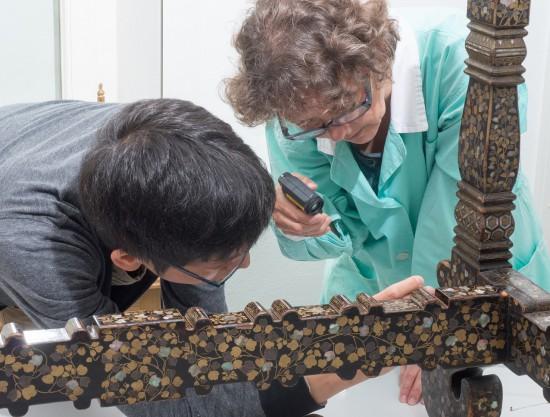 3. Konserwacja stołu nanban (J. Koryciarz-Kitamikado, S. Kitamura), fot. Z. Reszka.jpg