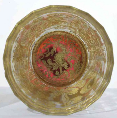 Szklaneczka dwuściankowa Jakuba Sobieskiego-płytka dna z medalionem z jeleniem w skoku