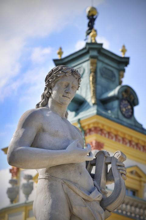 pałac, wieża, posąg.jpg