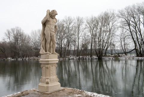 herkulesy_kopie_na_nabrzezu_jeziora_wilanowskiego_fot_i_fuks-rembisz_01.jpg