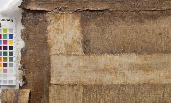 Il.10. Pasy płótna bawełnianego wzmacniające od odwrocia miejsca szwów mogły być dodane już podczas przygotowywania podobrazia przez autora, fot. W. Holnicki.