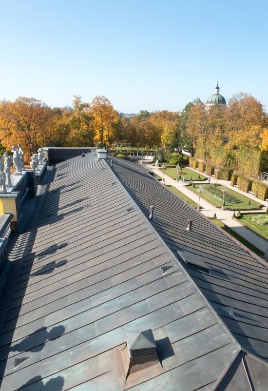 Dach nad półncnym skrzydłem pałacu po remoncie, fot. Zbigniew Reszka, Muzeum Pałacu Króla Jana III w Wilanowie.jpg