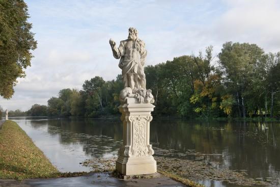 Kopia figury Herkulesa na nabrzeżu Jeziora Wilanowskiego, fot. Zbigniew Reszka, Muzeum Pałacu Króla Jana III w Wilanowie (04).jpg