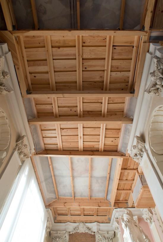 Zabezpieczenia galerii ogrodowych na czas prac na piętrze pałacu, fot. Agnieszka Indyk, Muzeum Pałacu Króla Jana III w Wilanowie.jpg