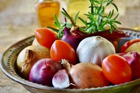 kulinarne, cebula, czosnek_pixabay.jpg