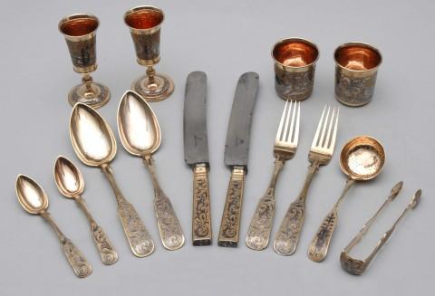 Komplet sztućców ze srebra złoconego z dekoracją niellowaną, wil6262-calosc.jpg