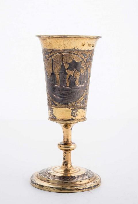 Komplet sztućców ze srebra złoconego z dekoracją niellowaną, wil6262-kieliszek.jpg