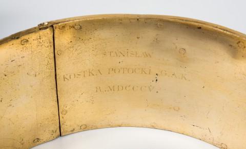 Grawer na obręczy na konar drzewa po konserwacji, XIX w.