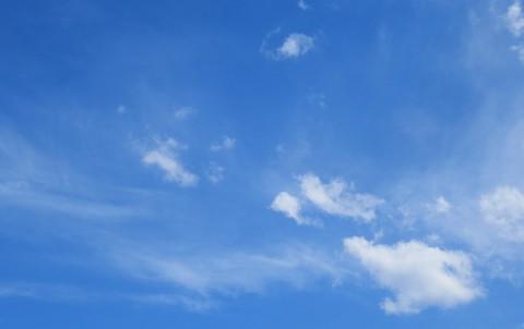 Zadanie dla przyrodnika 7. Chmury na błekitnym niebie. Fot. Julia Dobrzańska.JPG