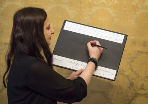 Kaligrafia, Ułożenie ręki, fot. M. Mastykarz.jpg