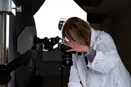 Lublin Fotograf z Muzeum Lubelskiego w Lublinie podczas pracy, fot. fot. Dorota Awiorko WWW.jpg