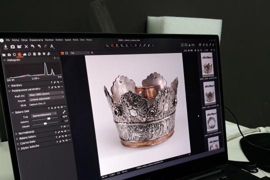 Polin praca nad materiałem fotograficznym w POLIN WWW.jpg