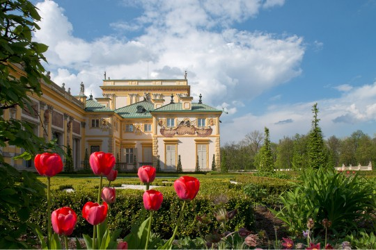 Informacja o otwartym parku i zamkniętym pałacu
