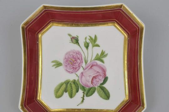 Porcelanowa tacka z różą damasceńską