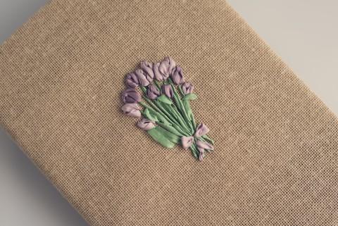 Haft wstążeczkowy, Ribbonwork, Tulipanki lila.jpg