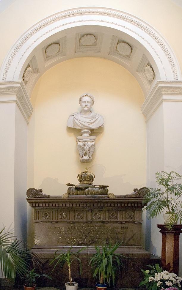 44_nagrobek z sercem sobieskiego w kościele kapucynów_m.jpg